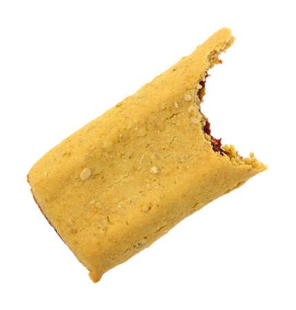 barra de cereal: Vista superior de una barra de cereal fresa mordido aislado en un fondo blanco. Foto de archivo