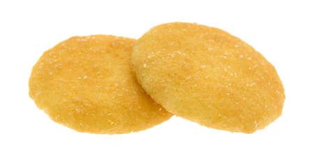 흰색 배경에 두 바닐라 맛 웨이퍼 쿠키.