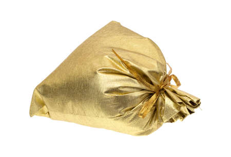 tissu or: Un drap d'or attach� rempli sac cadeau isol� sur un fond blanc.
