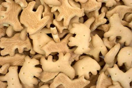 健康的な低カロリーの動物のクラッカーの表示を閉じる。