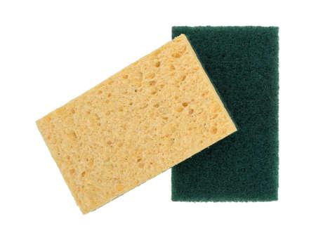 celulosa: Dos nuevas esponjas de celulosa con una de ellas con un estropajo aislado en un fondo blanco. Foto de archivo