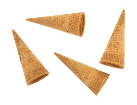4 개의 빈 아이스크림 와플 설탕 콘 흰 배경에 고립의 상위 뷰. 스톡 콘텐츠