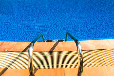 nonthaburi province: Hotel swimming pool with sunny reflections in Buddy Hotel, Nonthaburi province
