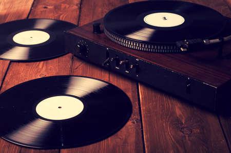 Oude grammofoon en grammofoonplaten, retoucheren Vintage