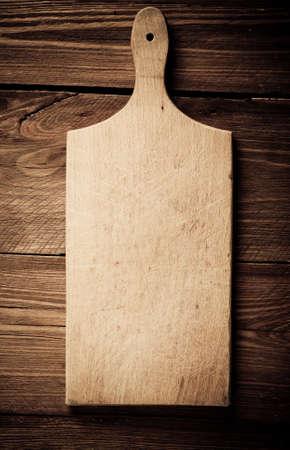 Leeg uitstekend snijplank op planken food concept als achtergrond Stockfoto