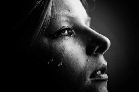 mujer llorando: Belleza chica grito. Blanco y negro.