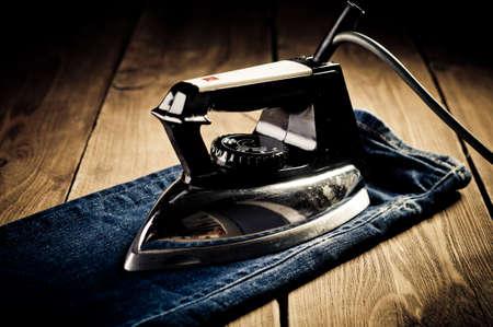Oude elektrische ijzer, touch-up in retro stijl Stockfoto