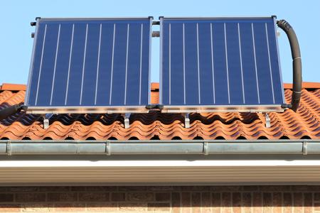 建物に取り付けられた太陽熱コレクター