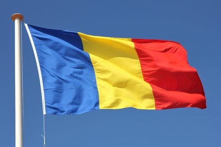 ルーマニアの旗が風に吹かれて