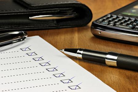 ingevulde checklist in kantoor Stockfoto