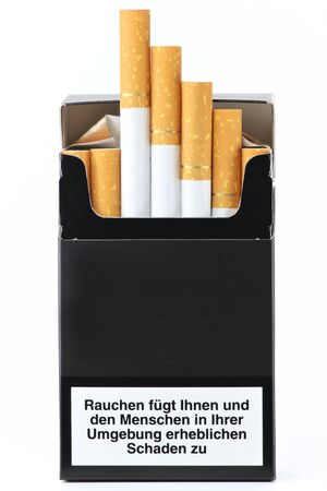 considerable: Packet of cigarettes with German warning: smoking seriously harms you and others around to Considerable damage