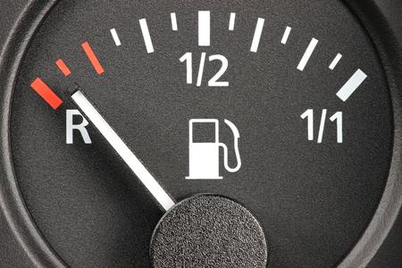 fuel tanks: fuel gauge - empty