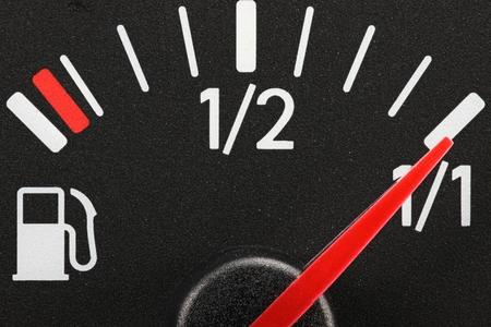 tanque de combustible: indicador de combustible - completa Foto de archivo