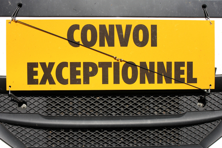 tractor warning: convoi exceptionnel Stock Photo