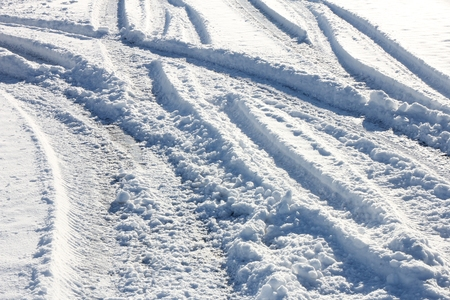 Route enneigée en hiver Banque d'images - 52074589