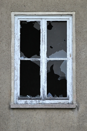 smashed window Archivio Fotografico