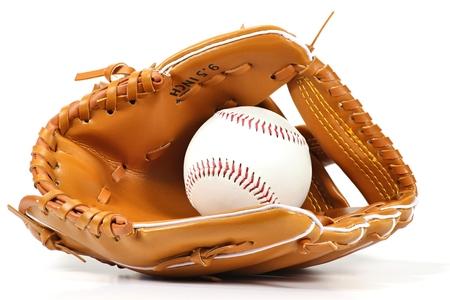 guante de beisbol: el equipo de béisbol aislado en el fondo blanco