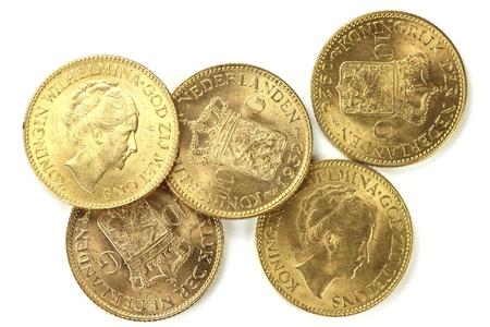 Nederlandse Wilhelmina gouden munten op een witte achtergrond Stockfoto