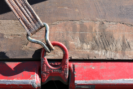 lashing: load restraint with lashing strap