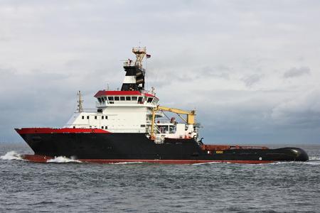 Tugboat: seagoing tugboat