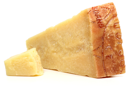 Fromage dur italien isolé sur fond blanc Banque d'images - 53317404