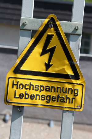 electric shock: Caution, risk of electric shock