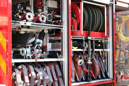 voiture de pompiers: équipement d'un moteur de feu moderne