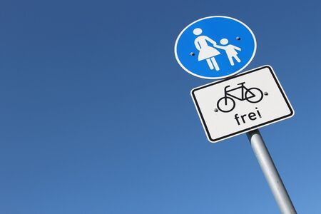 'cycles: German road sign: pedestrian lane - cycles allowed