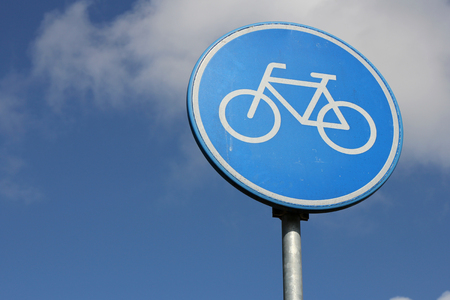 bikeway: Dutch road sign: route for pedal cycles only