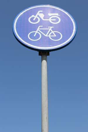 ciclos: Dutch road sign: route for pedal cycles and mopeds only