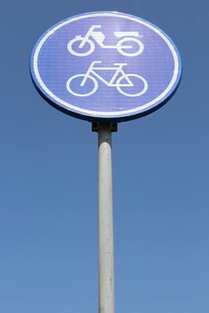 ciclos: Holandés señal de tráfico: rutas de ciclomotores y motocicletas sólo