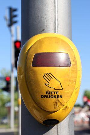 semaforo peatonal: pulsador de las luces peatonales alemanes