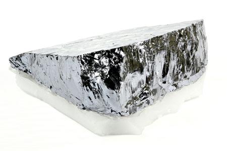 silicio: de alta pureza de silicio policristalino de Freiberg  Alemania, aislada en el fondo blanco Foto de archivo