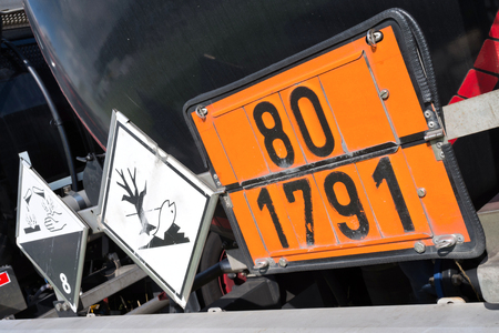 orange-colored plate with hazard-identification number 80 and UN Number 1791 (hypochlorite solution) 스톡 콘텐츠