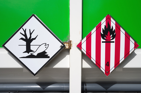 solids: hazard labels (flammable solids and dangerous for the environment)