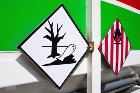 flammable: hazard labels (flammable solids and dangerous for the environment)