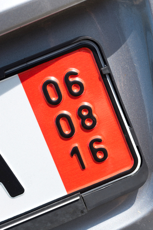 validez: expiration date of the vehicle insurance of a German special registration plate for vehicles to be exported (in this case August 6, 2016)