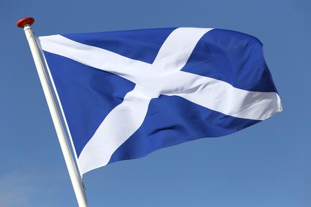 scottish flag: bandiera scozzese che soffia nel vento Archivio Fotografico