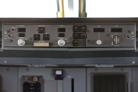 airliner: autopilot control element of an airliner