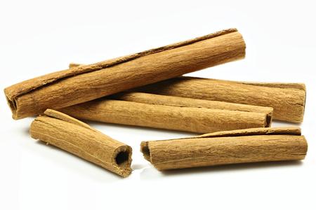 cinnamon sticks: cinnamon sticks isolated on white background