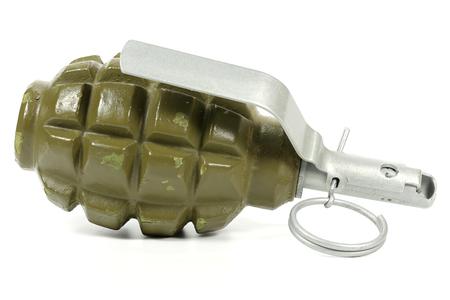 lanzamiento de bala: granada de mano aisladas sobre fondo blanco