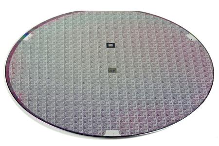 Wafer auf weißen Hintergrund isoliert Standard-Bild - 65608310