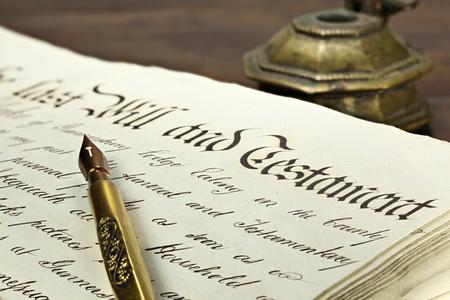 alte handschriftliche Testament auf dem Desktop