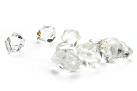 Herkimer-diamanten op witte achtergrond worden geïsoleerd die Stockfoto