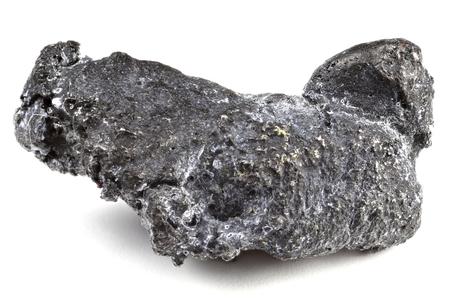 흰색 배경에 고립 된 Nischni-Tagil (러시아)의 자연 백금 덩어리