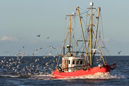 statek rybacki na morzu