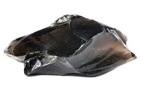zwarte obsidiaan uit Armenië geïsoleerd op een witte achtergrond