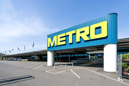 Entrance of a Metro cash & carry market. Metro cash & carry is the largest sales division of the German trade and retail giant Metro AG. Banque d'images - 103887568
