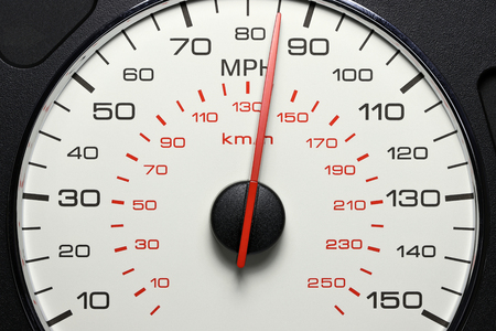 speedometer at 85 MPH Banque d'images - 104299717