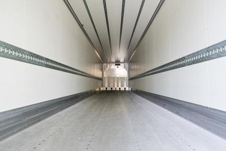 área de carga de un semirremolque frigorífico Foto de archivo